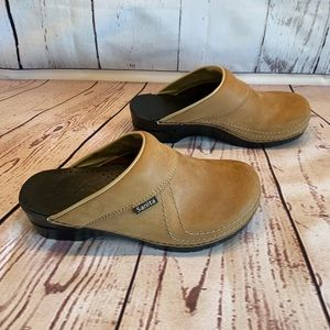 Sanita size 42 tan mules/clogs